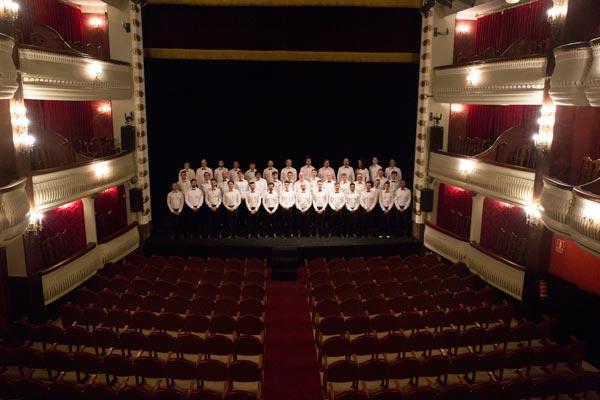 Coro hombres gays de madrid presenta mundo teatro campos el seos bilbao Restaurante teatro campos
