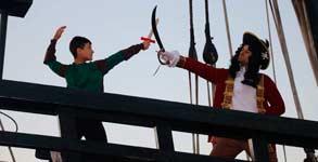 Peter Pan pelea con el Capitán Garfio